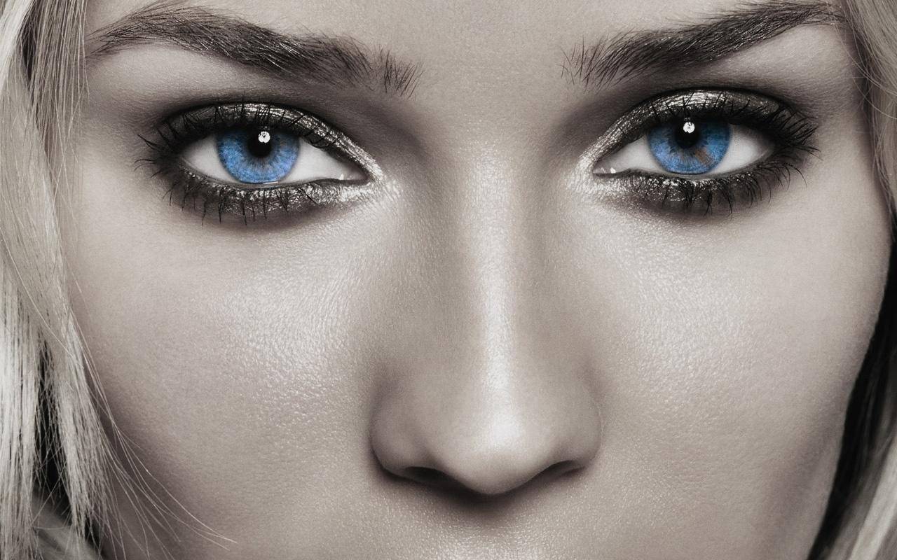 6806263-pretty-eyes